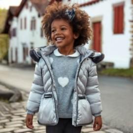 Lesklá zimní bunda s kapucí pro dívku Mayoral 4418-65 Platinum